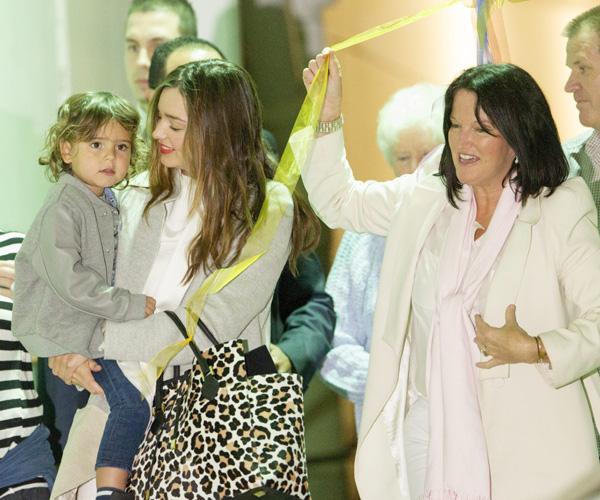 Miranda Kerr se reencuentra con su familia tras un año de distanciamiento