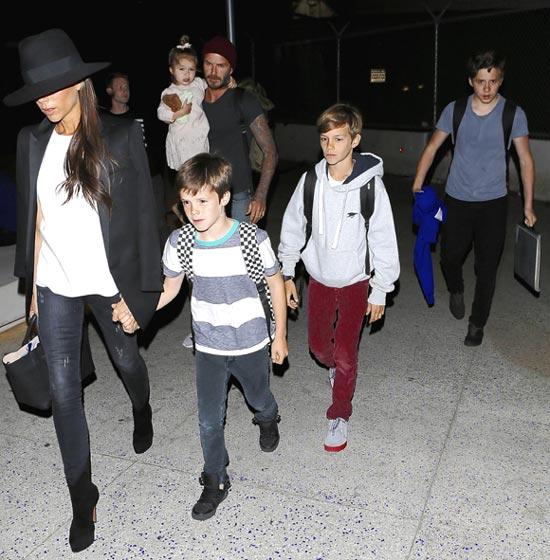 Una familia de altos vuelos: los Beckham al completo revolucionan el aeropuerto de Los Ángeles