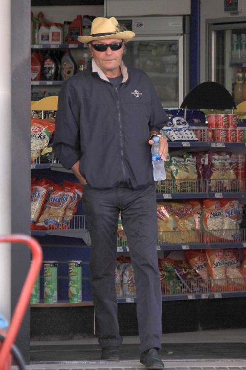 Amador Mohedano regresa a Chipiona tras su paso por 'Supervivientes'