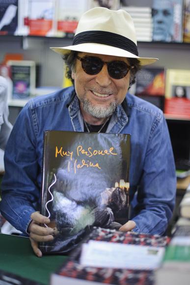 Maxim huerta joaqu n sabina alma obreg n firman sus for Maxim huerta libros