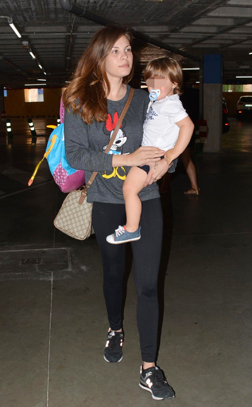 Jessica Bueno, feliz con su hijo, evita hablar sobre las polémicas declaraciones de Kiko Rivera