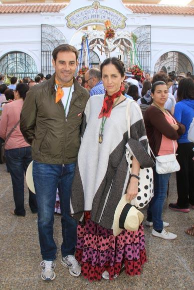 Días antes de su décimo aniversario de boda, Miguel Báez 'Litri' y Carolina Herrera disfrutan de El Rocío