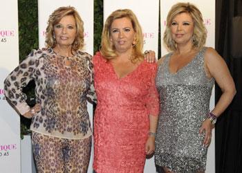 María Teresa y Terelu Campos, Lara Dibildos, Rosa Benito... acompañan a Carmen Borrego en su despedida de soltera