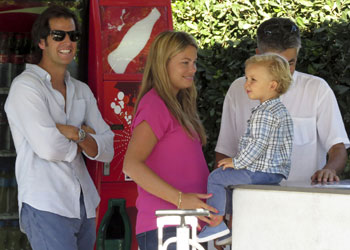 Carla Goyanes luce su avanzado embarazo en Ibiza