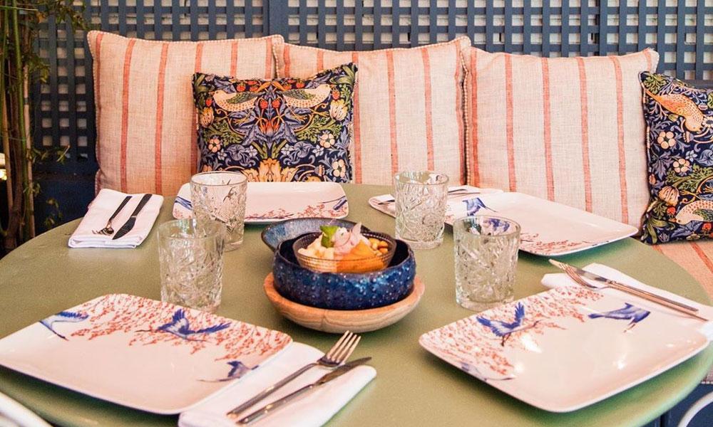 Viste tu mesa como las mejores anfitrionas para una cena de inspiración japonesa