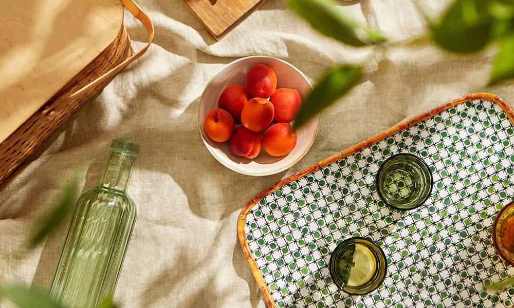 La ocasión lo merece: cómo decorar tu mesa para recibir en casa este verano