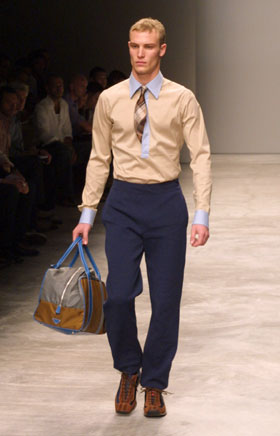 Armani deslumbra en Milán con su colección de hombre