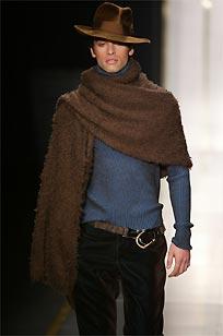 La colección masculina de Versace entusiasma a la crítica en Milán