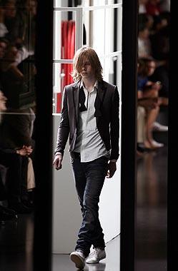 Oswald Boateng presenta la primera colección masculina de Givenchy