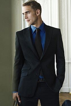 Cómo Elegir Lindos Trajes Modernos para Hombres Jóvenes Trajes para Hombres 2 comentarios Pensando en hombres jóvenes hoy les traemos algunas sugerencias de trajes modernos para hombre jóvenes en los colores más atractivos y de las marcas más reconocidas, que son de calidad y modernos.
