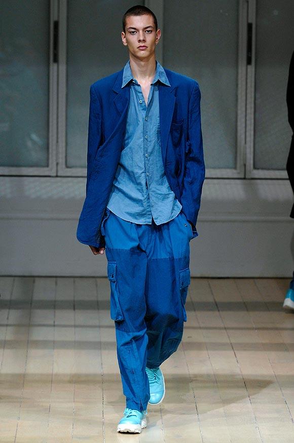 La moda masculina se tiñe de azul esta temporada