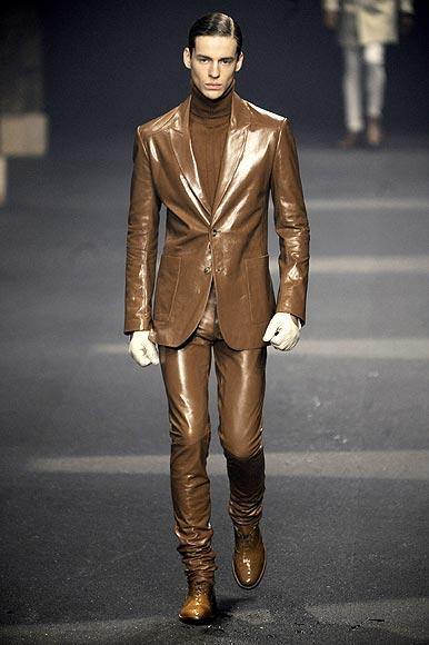 París abre las puertas a las tendencias masculinas para otoño-invierno 2009-2010
