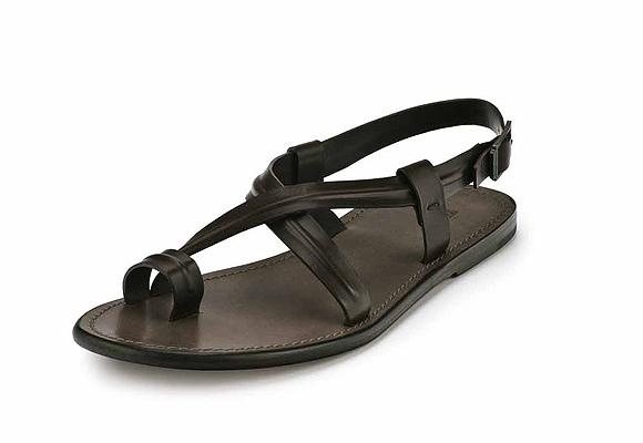 Zapatillas vs. sandalias: ¿cuál es el mejor calzado para la primavera-verano?