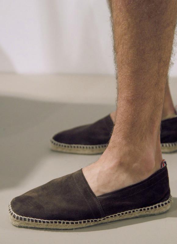 Compra Calzado de verano para hombre online barato. Cientos de ofertas en todo tipo de calzado: botas, sneakers, sandalias, mocasines, zapatillas, botines Compara entre cientos de marcas y tiendas online zapatos y zapatillas de todo tipo de materiales y estilos.