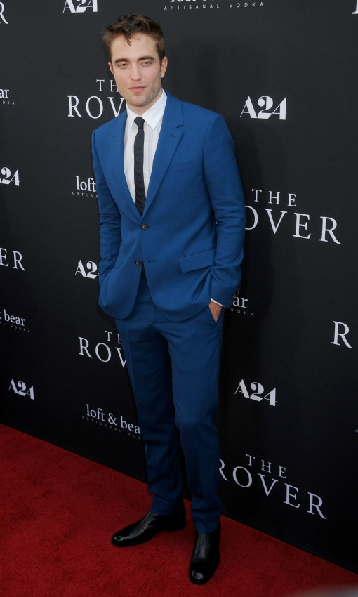 Vestido azul corbata negra
