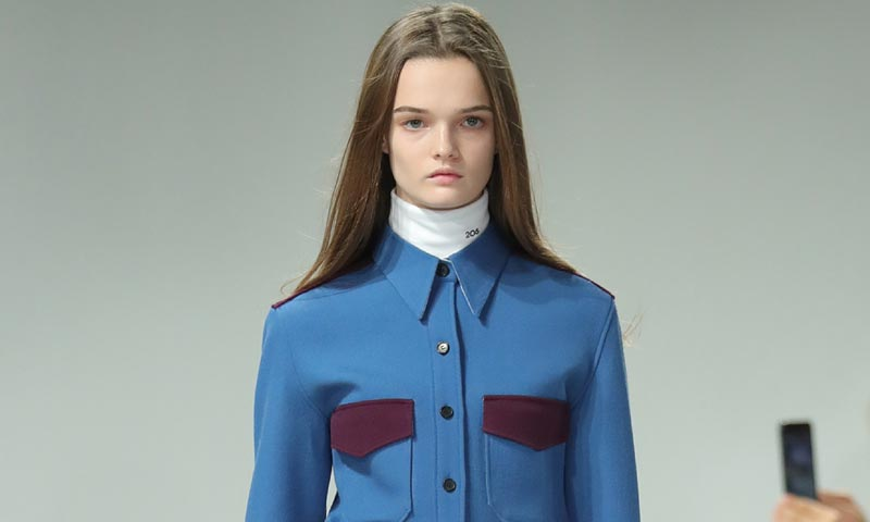 Así ha sido el primer desfile de Raf Simons para Calvin Klein Collection, desde Nueva York