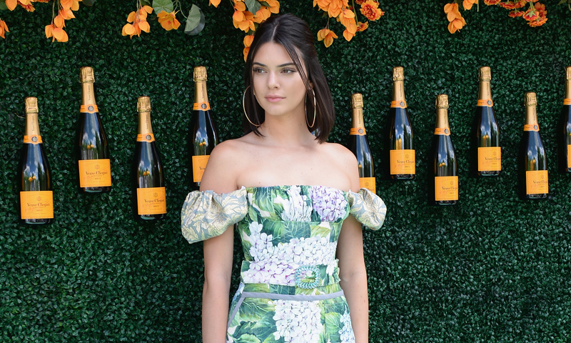 ¡El blanco a tus pies! Copia el 'look' de Kendall Jenner con estos diseños