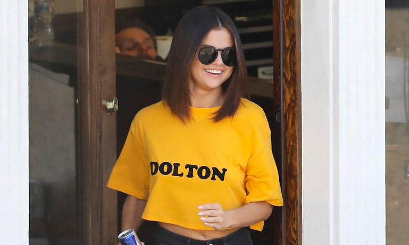 Existen 3 razones de peso por las que necesitas una camiseta amarilla (con 'print' negro)