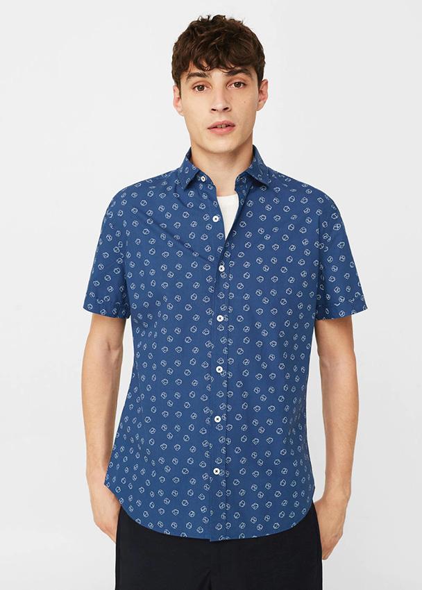 Luce uno de estos estampados de la colección de camisas de Mango Man ... 6012e39072be8