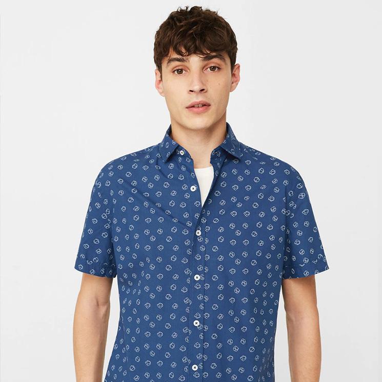 c8da1ac2f99 Atrévete con uno de estos estampados de la colección de camisas de 'Mango  Man'