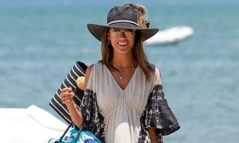 Los secretos de estilo de Alessandra Ambrosio en 10 prendas clave