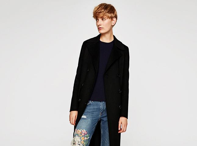 Jeans con bordados, la última tendencia de Zara que transforma el básico por excelencia