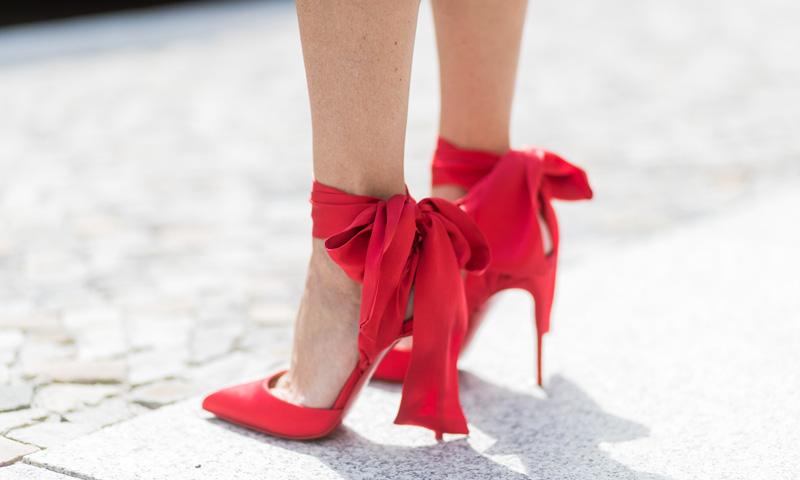 Lily-Rose Depp o por qué necesitas unos zapatos rojos en todas las versiones posibles