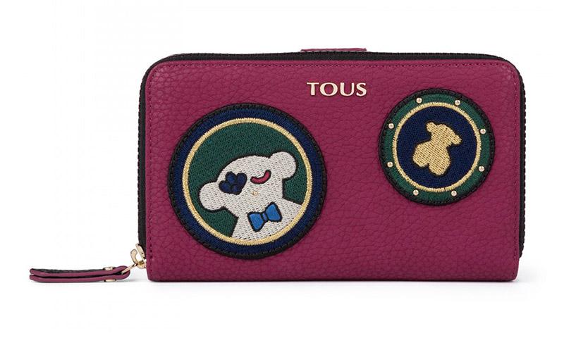 Marca estilo con uno de los monederos y billeteros de la colección de Tous