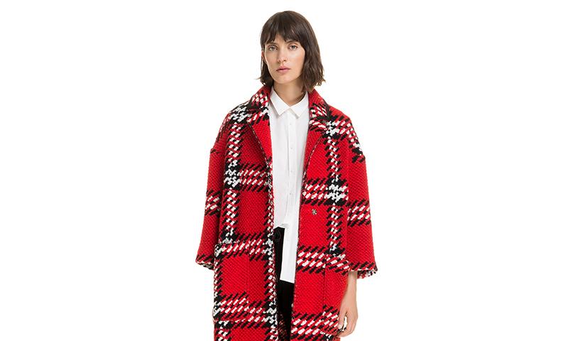 estética de lujo estilo clásico busca lo mejor Bimba y Lola te propone una colección de abrigos con los que ...
