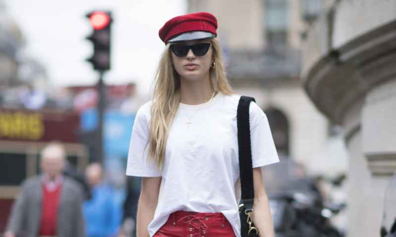 Botas, botines y detalles en rojo... así visten las invitadas de París