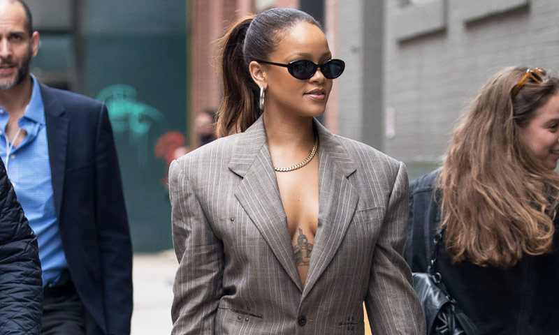 Rihanna, o por qué este otoño necesitarás una de estas 10 'blazers' puramente masculinas
