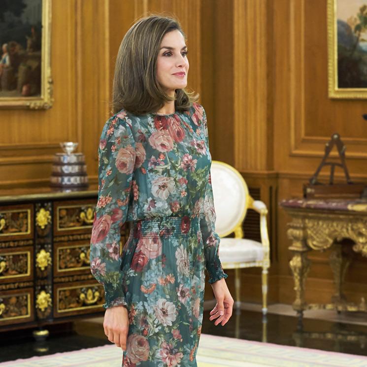 3c15db327 Se llevan los estampados florales: 10 vestidos de Zara (incluido el de la  Reina