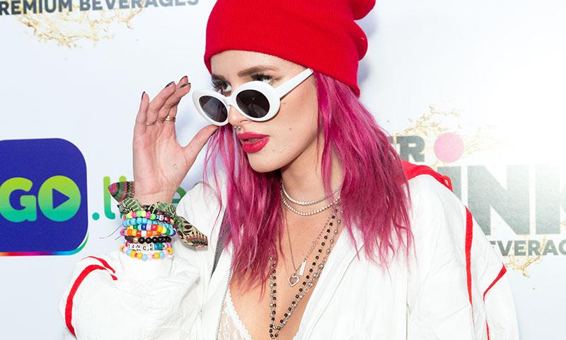 Gorros, gorras y sombreros: El complemento fetiche de Bella Thorne en seis 'looks'