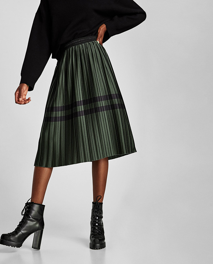 98e76e700d 8 propuestas de Zara que te sacarán de dudas sobre si comprarte una falda  plisada - Foto