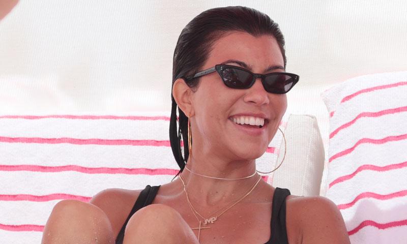 Kourtney Kardashian enamora en Instagram con su bikini 'off the shoulder'