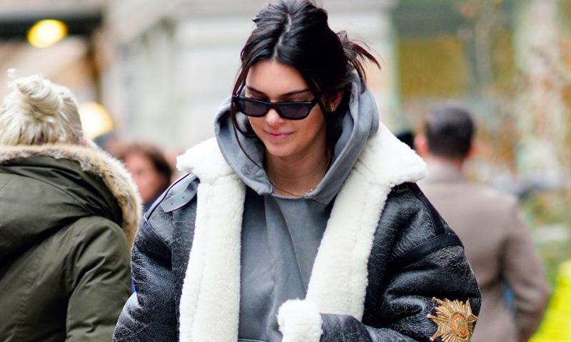Sí, Kendall Jenner también repite pantalones (y en días consecutivos)