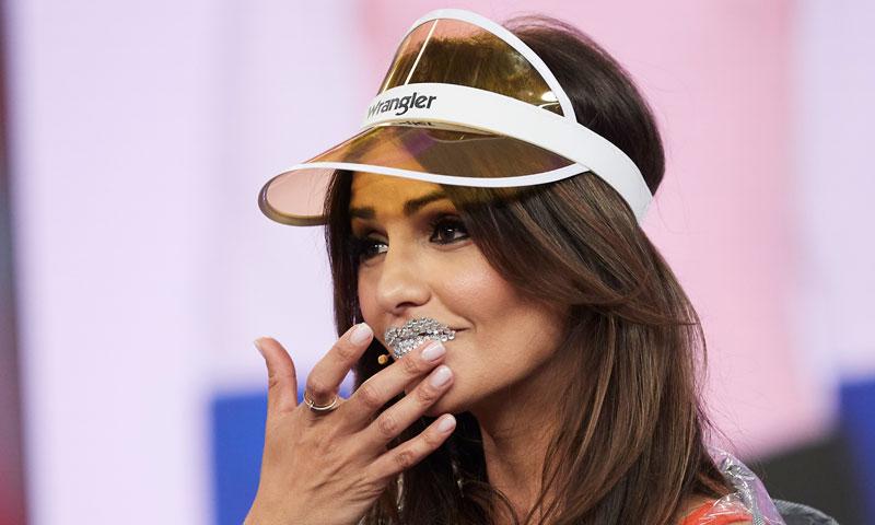 ¿Quién firma este llamativo 'look' de Mónica Cruz?