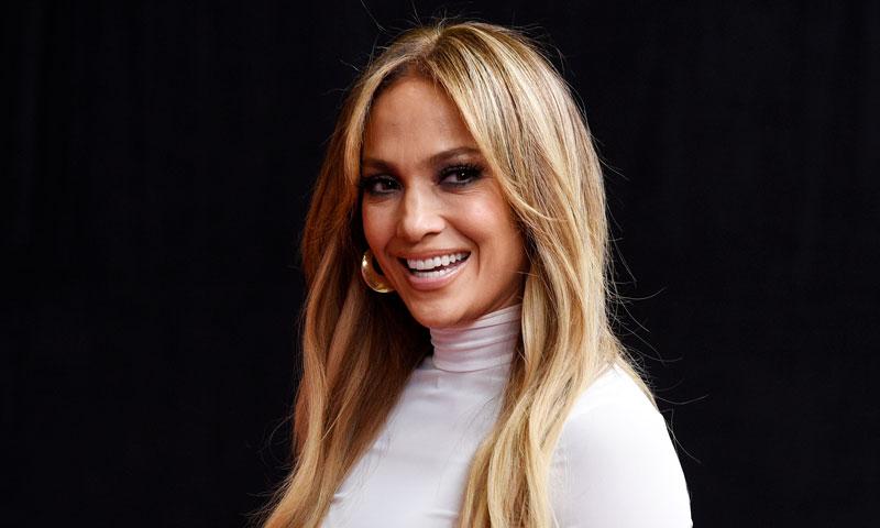 Jennifer Lopez hace gala de su 'look' más felino