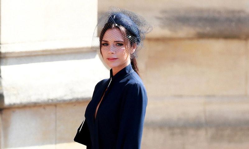 Victoria Beckham sabe cómo hacer de una sudadera su pieza más chic