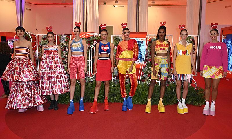 La Casa ¡HOLA! se llena de color y diversión con el primer 'fashion show' de Agatha Ruiz de la Prada