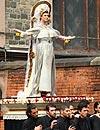 Nuevo paso de Semana Santa... ¡con Linda Evangelista como protagonista!