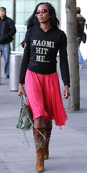 Naomi Campbell vuelve a demostrar su fuerte carácter... ¡y sin lanzar su móvil!