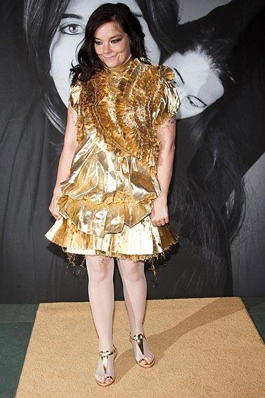 Givenchy llena de transparencias la clausura de la exposición retrospectiva de la artista serbia Marina Abramovic, 'The Artist is Present'