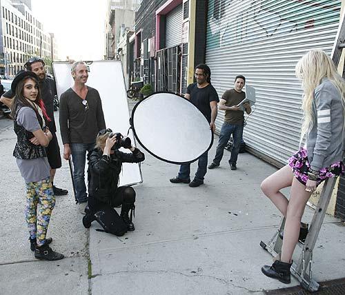 Madonna, estilista y fotógrafa de moda... con la actriz Taylor Momsen como modelo