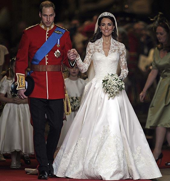 robe de mariée manche longue appliqué de dentelle duchesse de Cambridge
