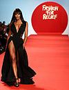 Naomi Campbell recuerda a las víctimas de Japón en su desfile solidario 'Fashion for Relief'