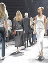 En exclusiva: Acompañamos a destacadas 'top models' en el 'backstage' del desfile de Pronovias 2012