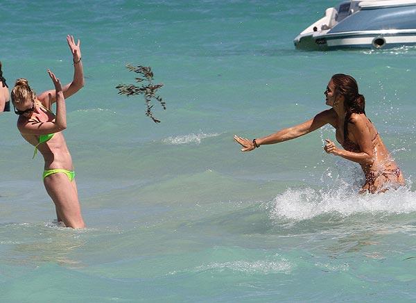 Irina Shayk y Anne Vyalitsyna: 'pelea' acuática de 'top models' en Miami