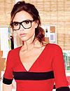 Victoria Beckham posa con gafas... ¡de su primera colección!