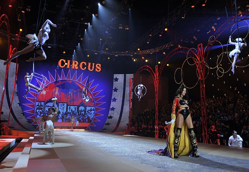 Victoria's Secret 'Fashion Show' 2012 : Un espectáculo total lleno de luz, color y sensualidad